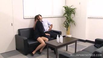 yaponku-ebut-v-ofise